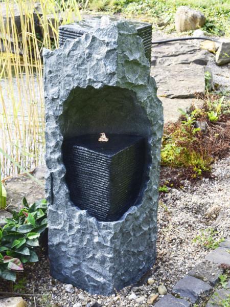Brunnen Lizu seitlich