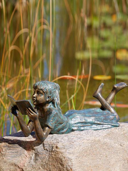 Bronzefigur Lara die Leseratte (Art.Nr. 88847)