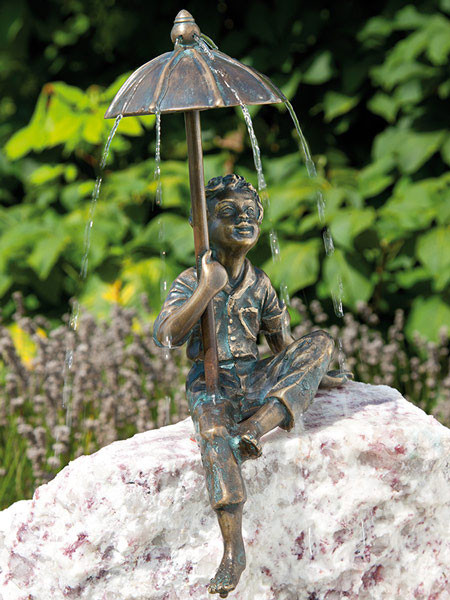 Bronzefigur Flo mit Schirm (Art.Nr. 88649)