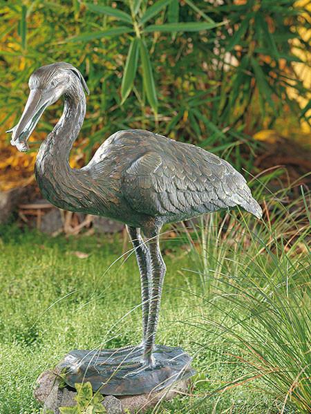 Bronzefigur Graureiher mit Fisch (Art.Nr. 88611)
