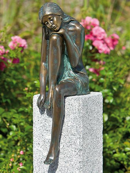 Bronzefigur Emanuelle (Art.Nr. 88574)